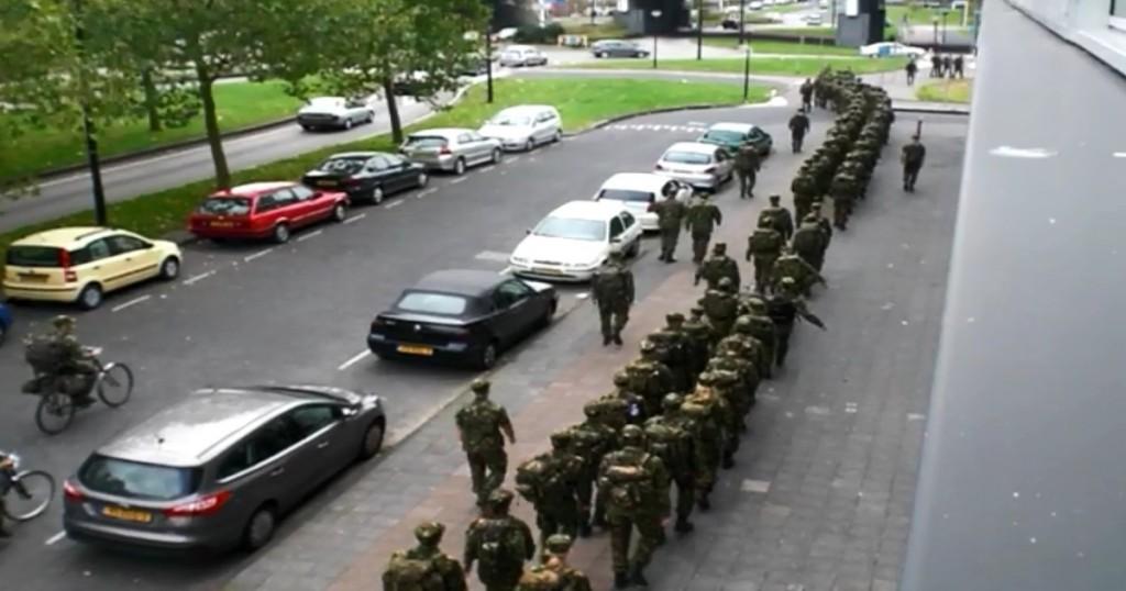 Militairen Amsterdam Bijlmer b3126b67aeaaac466093421cac3bd47-f7a627e1